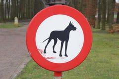 Förbudtecken: inga tillåtna hundkapplöpning och husdjur Royaltyfri Bild