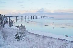 Förbund överbryggar i vinter Arkivfoto