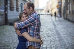 förbunden förälskelse Man och kvinna under bröllopsresa Royaltyfri Foto