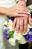 förbunden händer som att gifta sig bara Fotografering för Bildbyråer