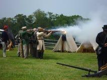 förbundsmedlemaktiveringsmuskets tjäna som soldat deras Royaltyfri Bild