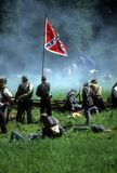 förbundsmedlemmar försvarar flaggan Arkivbilder