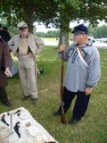 förbundsmedlemmen tjäna som soldat vapen Arkivfoto
