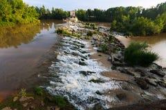 Fördämning över Ebro på Logrono spain Royaltyfri Bild