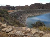 Fördämning för Los Reyunos i det Mendoza landskapet i Argentina arkivbilder