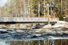 Fördämning och ingång på floden Jokelanjoki, Kouvola, Finland royaltyfri fotografi