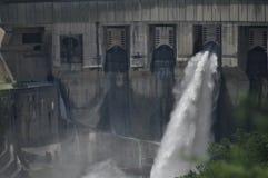 Fördämning på den Inguri floden i Georgia Arkivbild