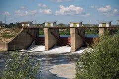 Fördämning på floden Alatyr Royaltyfri Fotografi