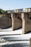 Fördämning på floden Alatyr Arkivfoton