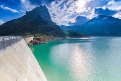 Fördämning på sjön Emosson nära Chamonix (Frankrike) och Finhaut (Schweiz) Royaltyfria Foton