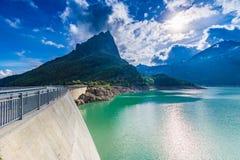 Fördämning på sjön Emosson nära Chamonix (Frankrike) och Finhaut (Schweiz) Arkivbild