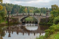 Fördämningbron i Pavlovsky parkerar fotografering för bildbyråer