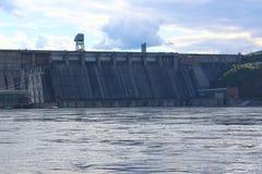 Fördämningen av den Krasnoyarsk vattenkraftstationen royaltyfri bild