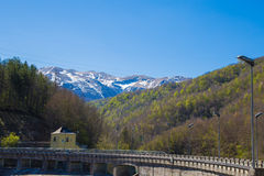 Fördämningen Lago di Provvidenza Abruzzo Italia Fotografering för Bildbyråer