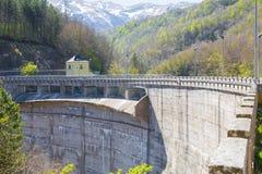 Fördämningen Lago di Provvidenza Abruzzo Italia Royaltyfria Foton