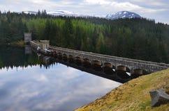 Fördämningen på sjön Laggan, Skottland Royaltyfria Foton
