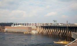 fördämningflodspillway royaltyfri foto