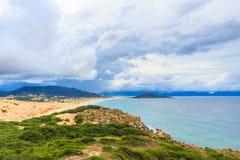 Fördämningmåndag strand Royaltyfri Foto