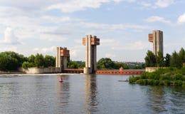 fördämningmoscow flod Arkivfoton