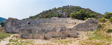 Fördärva av amfiteater i den forntida Lycian staden Patara arkivfoto