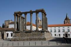 Fördärva av den roman groteska templet Arkivbilder