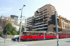 Fördärva av försvarsdepartementetbyggnad från NATO-bombning - Belgrade - Serbien Royaltyfri Foto