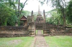 Fördärva av pagoden bak väggen, Thailand Arkivfoton