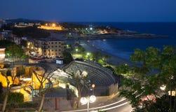Fördärva av romersk amfiteater på Tarragona i natt Arkivbilder