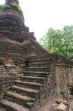 Fördärva av stenväggen och trappa, Thailand Royaltyfri Fotografi