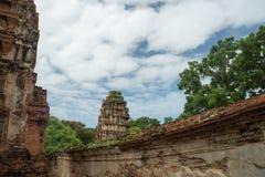 Fördärva i tempelkomplexet vilken Maha That Royaltyfria Bilder