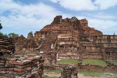 Fördärva i tempelkomplexet Wat Maha That Fotografering för Bildbyråer