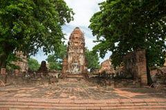 Fördärva i tempelkomplexet Wat Maha That Royaltyfri Bild