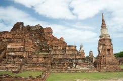 Fördärva i tempelkomplexet Wat Maha That Arkivbilder