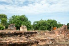 Fördärva i tempelkomplexet Wat Maha That Royaltyfri Fotografi