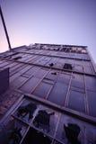 fördärva skyskrapan Arkivbild