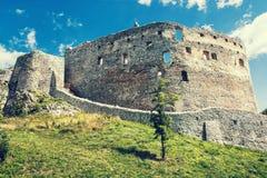 Fördärva slotten av Topolcany, den slovakiska republiken, Centraleuropa som är retro arkivfoto