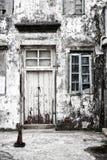 fördärvad facade Arkivfoto