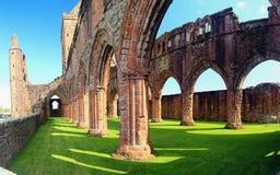 Fördärvar av älsklingabbotskloster, den nya abbotskloster, Skottland Arkivbilder
