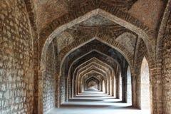 Fördärvar av afghansk arkitektur i Mandu. Arkivbild