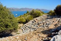 Fördärvar av amfiteater i forntida plats för Amos nära den Marmaris semesterorten arkivfoto