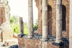 Fördärvar av amfiteater i Taormina, Sicilien, Italien arkivbild