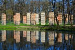 Fördärvar av Amiralitetetet i slottträdgård Gatchina St Petersburg, Ryssland Arkivfoton