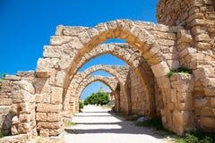 Fördärvar av antika Caesarea. Israel. Arkivfoton