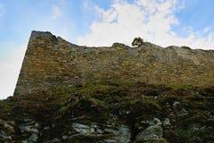 Fördärvar av befästningbålverket Medeltida vall Royaltyfria Bilder