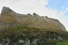 Fördärvar av befästningbålverket Medeltida vall Royaltyfri Foto