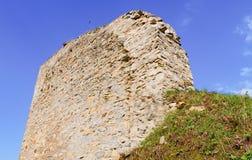 Fördärvar av befästningbålverket Medeltida vall Arkivbild