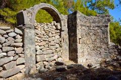 Fördärvar av bysantinska kyrkliga Gerbekilise på den Bozburun halvön nära Arkivbilder