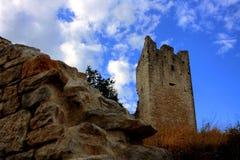 Fördärvar av den övergav staden Dvigrad i Istria, Kroatien arkivbilder