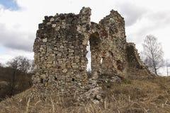Fördärvar av den Aizkraukle slotten Arkivfoto