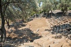 Fördärvar av den antika grekiska teatern, Kedrai, den Sedir ön, det Aegean havet, Turkiet Arkivbilder